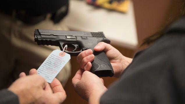 Вучето се жалва от това как й се отразява стреса и си купува пистолет (май 2015)