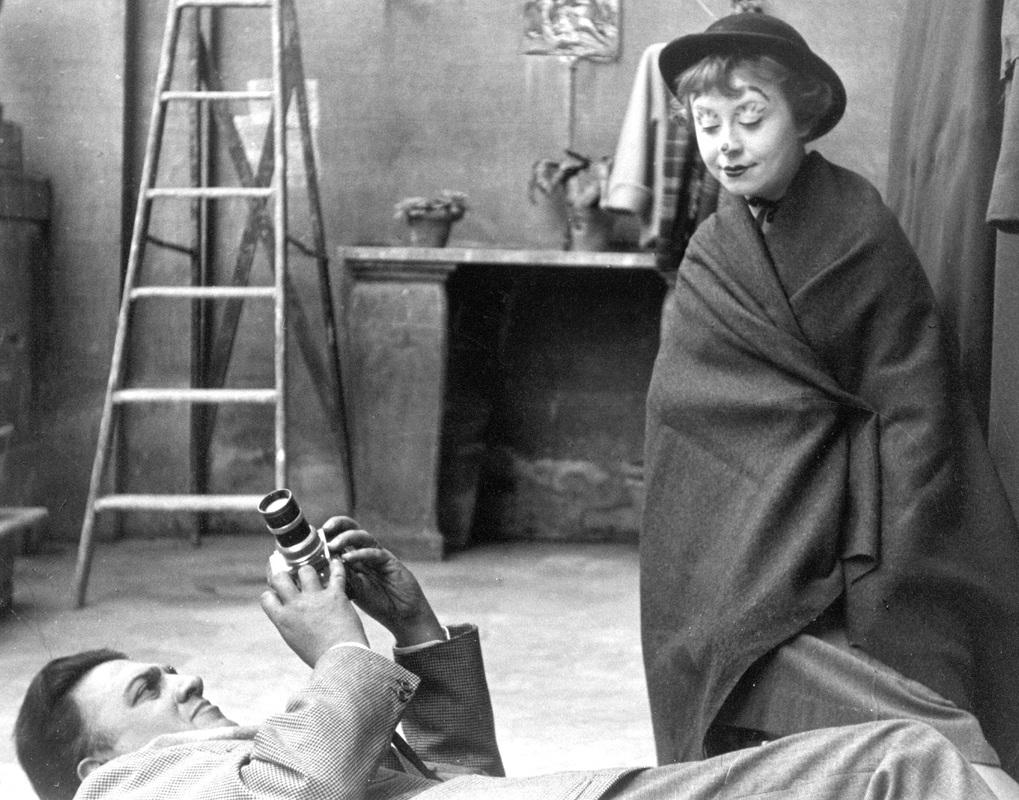 Вучето проследява историята на двама влюбени, които създават кино-шедьоври и са като син и дъщеря един за друг